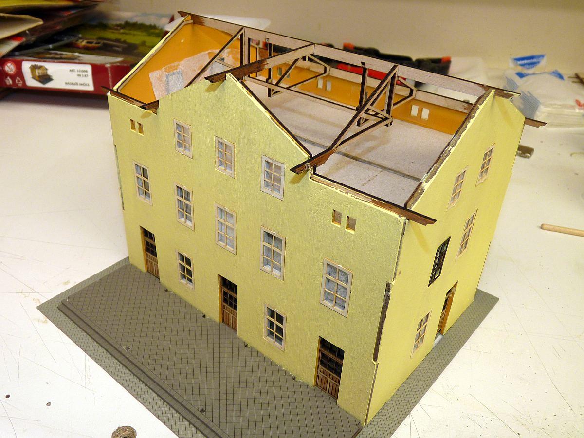 zwischenschritt mit dachstuhl ohne stuck willkommen bei h0live at. Black Bedroom Furniture Sets. Home Design Ideas